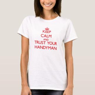 Camiseta Mantenha a calma e confie seu trabalhador manual