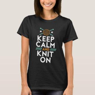 Camiseta Mantenha a calma e faça-a malha no t-shirt de