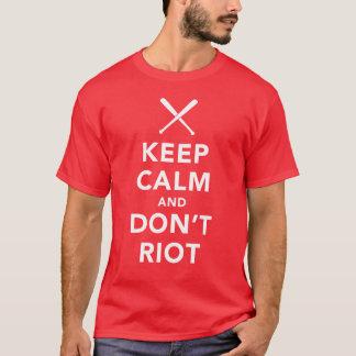 Camiseta Mantenha a calma e não tumultue o t-shirt