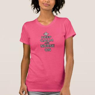 Camiseta mantenha a calma e nutra-a em cuidados do hospital