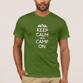Camiseta Mantenha a calma e o acampamento sobre