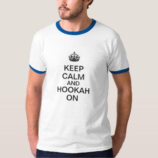 Camiseta Mantenha a calma e o cachimbo de água sobre