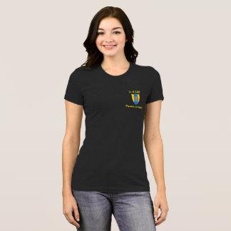 Camiseta Mantenha a calma e o CAV no T das mulheres