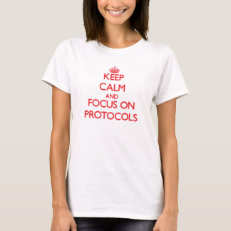 Camiseta Mantenha a calma e o foco em protocolos