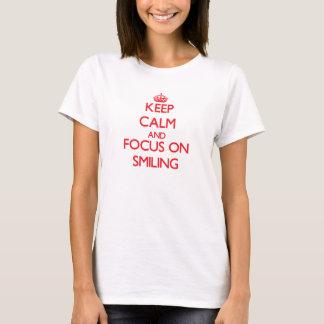 Camiseta Mantenha a calma e o foco no sorriso