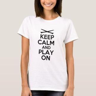 Camiseta Mantenha a calma e o jogo em (o clarinete)