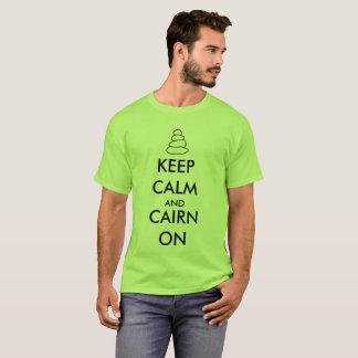 """Camiseta """"Mantenha a calma e o monte de pedras"""" em caminhar"""