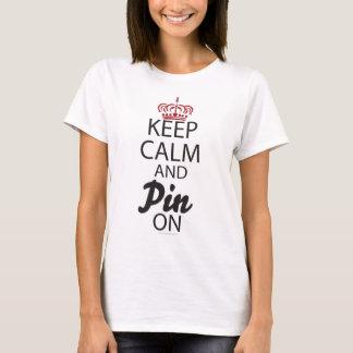 Camiseta Mantenha a calma e o Pin em….