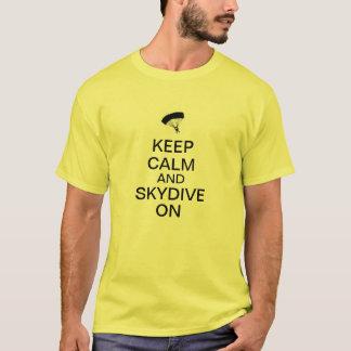 Camiseta Mantenha a calma e o Skydive sobre