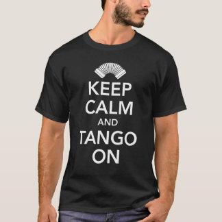 Camiseta Mantenha a calma e o tango em (o preto no branco)