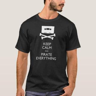 Camiseta Mantenha a calma e pirateie tudo