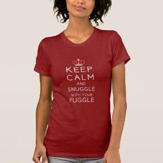 Camiseta Mantenha a calma e Snuggle com seu Puggle T escuro
