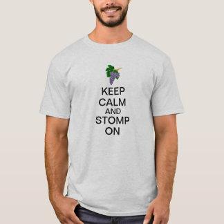 Camiseta Mantenha a calma e Stomp sobre