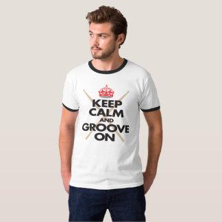 Camiseta Mantenha a calma e sulque-a no t-shirt do