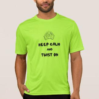Camiseta Mantenha a calma e torça-a sobre