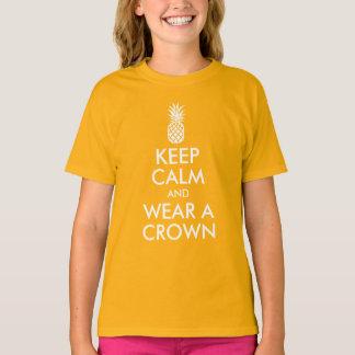 Camiseta Mantenha a calma e vestir uma coroa do abacaxi
