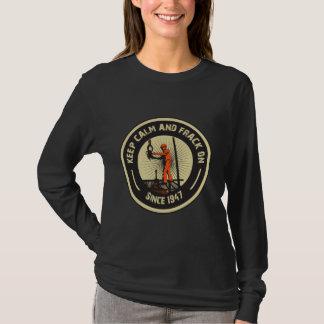 Camiseta Mantenha a calma & o Frack sobre. Desde 1947.