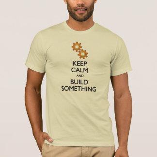 Camiseta Mantenha a construção calma algo t-shirt da