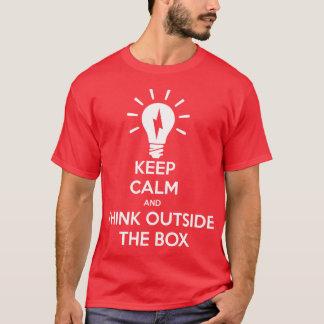 Camiseta Mantenha calmo e pense fora da caixa