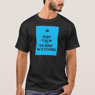 Camiseta Mantenha calmo e vá ornitologia. t-shirt