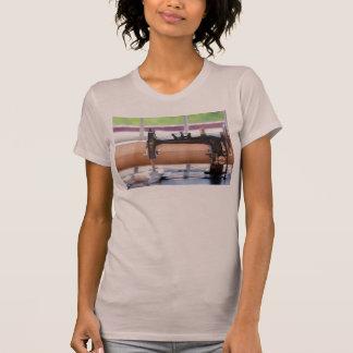 Camiseta Máquina de costura - um ponto a tempo