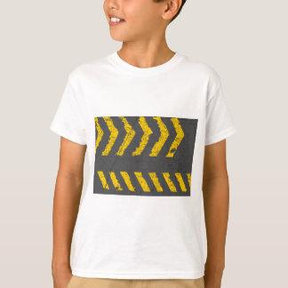 Camiseta Marcação de estrada amarela afligida Grunge