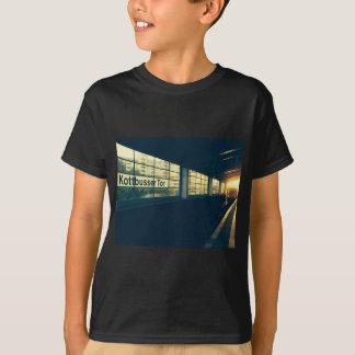 Camiseta Maria's Kottbusser baliza subterrâneo at Sunset