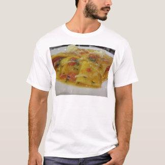 Camiseta Massa caseiro com molho de tomate, cebola,