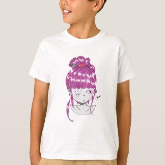 Camiseta menina cor-de-rosa do estilo do anime do cabelo