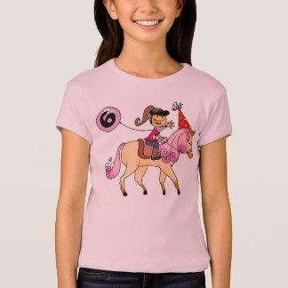 Camiseta Menina da criança de 6 anos em um pônei