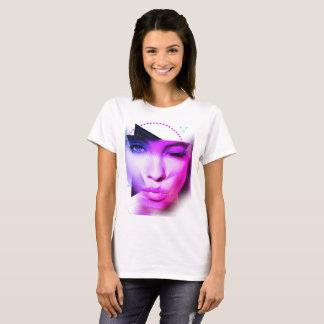 Camiseta Menina no roxo