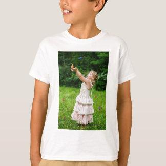 Camiseta Menina que trava um Butterly