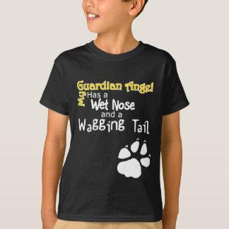 Camiseta Meu anjo-da-guarda tem um nariz molhado e uma