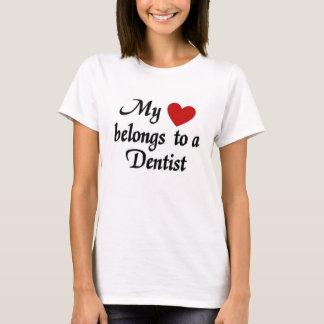 Camiseta Meu coração pertence a um dentista