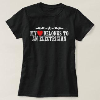 Camiseta Meu coração pertence a um eletricista