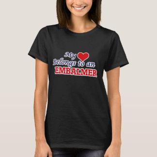 Camiseta Meu coração pertence a um Embalmer