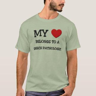 Camiseta Meu coração pertence a um PATOLOGISTA de DISCURSO