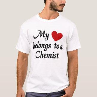 Camiseta Meu coração pertence a um químico