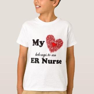 Camiseta Meu coração pertence a uma enfermeira do ER