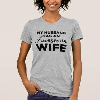 Camiseta Meu marido tem uma esposa impressionante