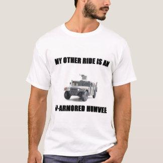 Camiseta Meu outro passeio é um humvee0 acima-blindado