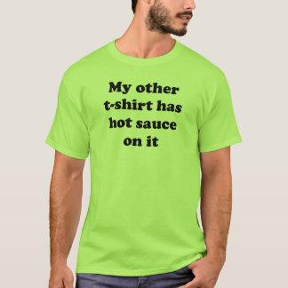 Camiseta Meu outro t-shirt tem o molho picante nele
