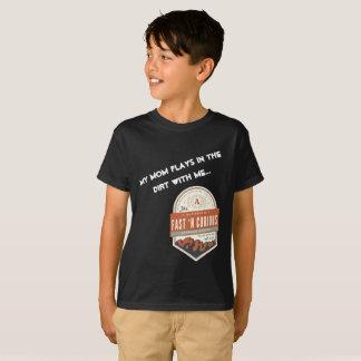 """Camiseta """"Meus jogos da mamã na sujeira comigo."""" T-shirt"""