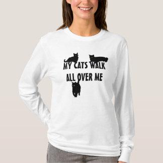 Camiseta Minha caminhada de gatos por todo o lado em mim