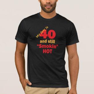 Camiseta Minha cara tem 40 anos velha e ainda Smokin quente