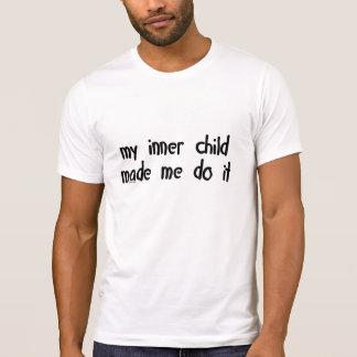 Camiseta Minha criança interna fez-me fazê-lo!