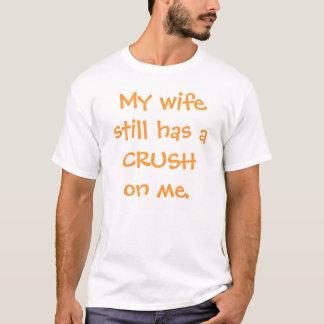Camiseta Minha esposa ainda tem um ESMAGAMENTO em mim