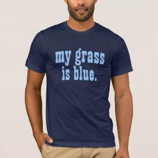 """Camiseta """"minha grama é azul. """""""