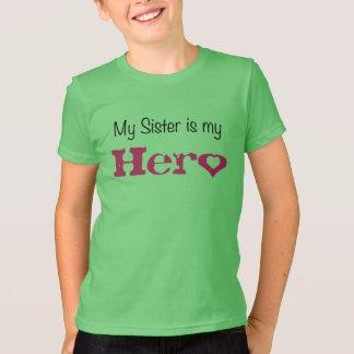 Camiseta Minha irmã do miúdo é meu herói com um t-shirt do