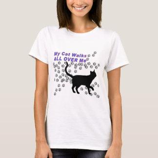 Camiseta Minhas caminhadas de gato por todo o lado em mim